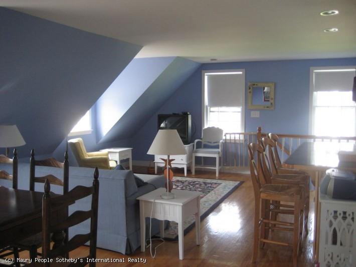 60A Milk Street - Garage Apartment